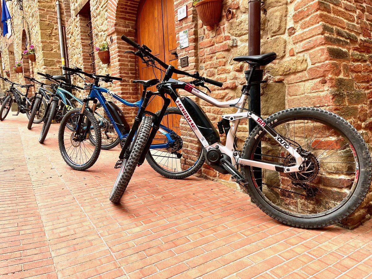 Paciano E-Bike Rental and Tour 1 - Poderaccio Alto